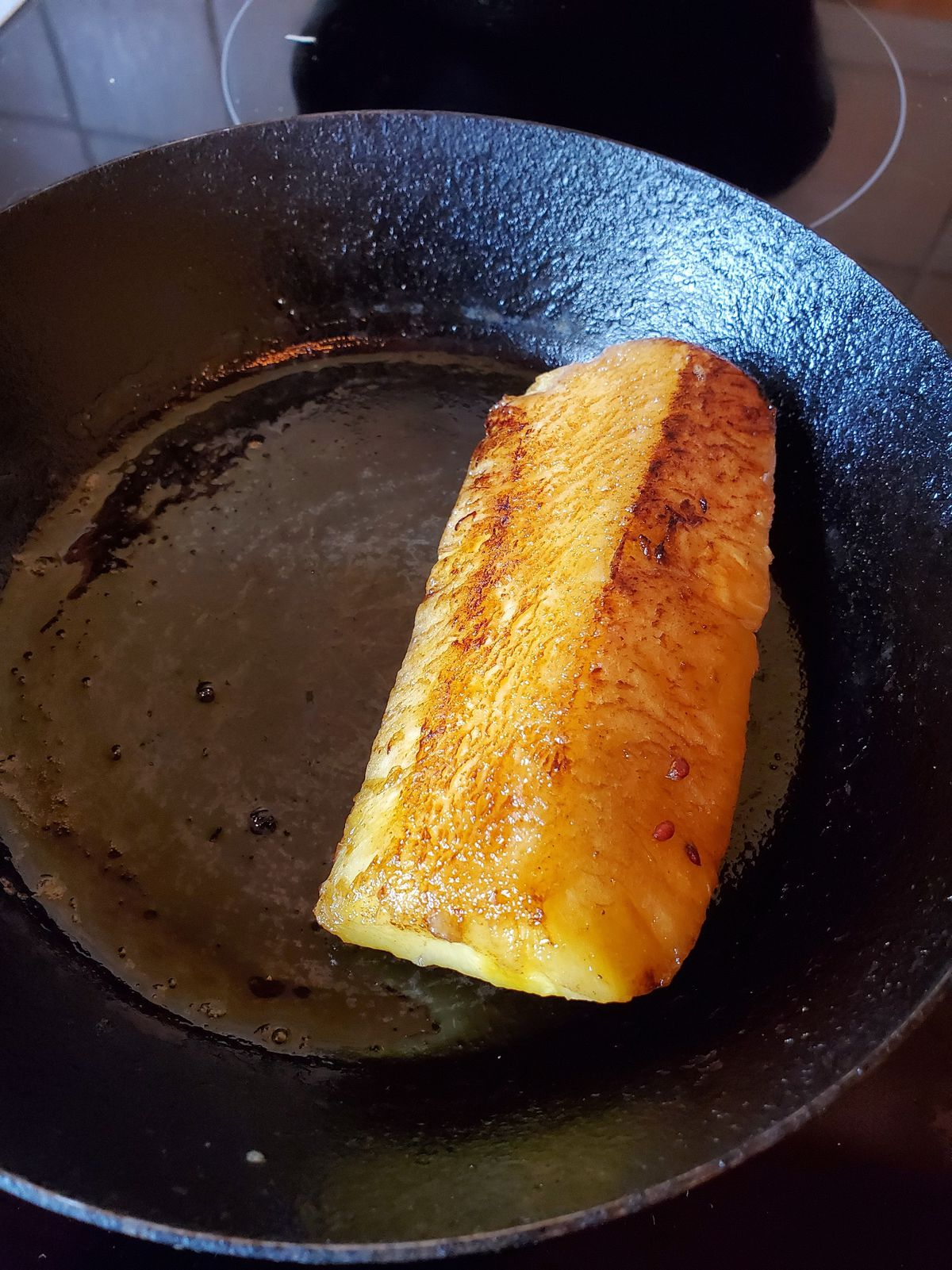 Caramelised hot pineapple in the pan
