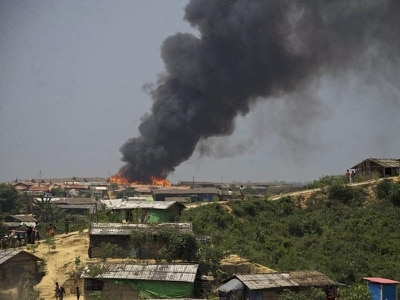 Fire destroys huts and mosque at Rohingya refugee site