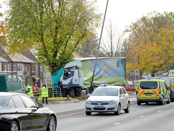 Birmingham New Road closed after lorry hits tree in 'serious' crash