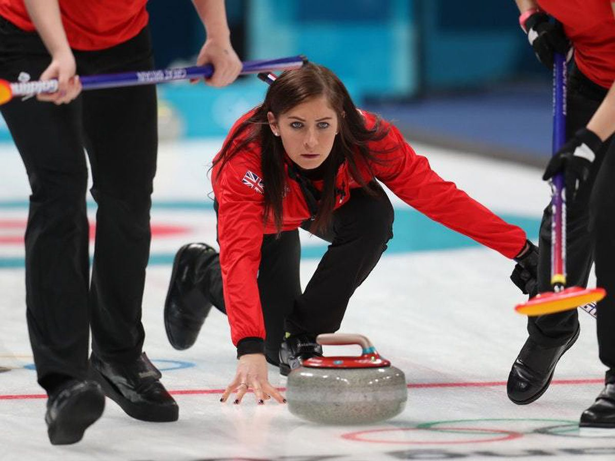 Eve Muirhead leads Scotland to final date with Sweden