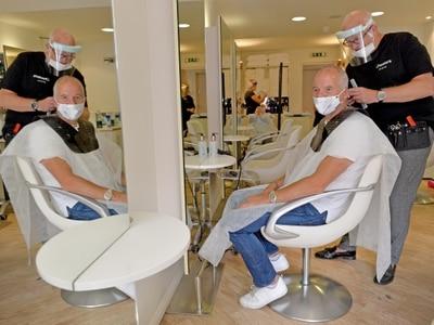 Steve Bull shoots straight to barber's shop