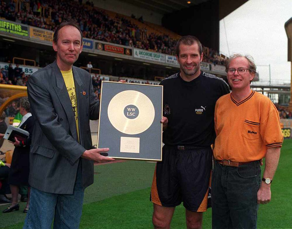 London Wolves present their annual player of the year award to Steve Bull in 1996