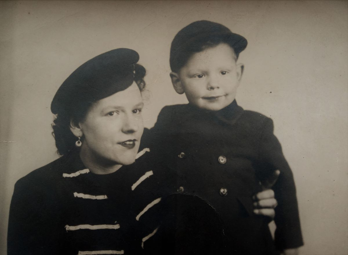 Tom and his mother Marjorie