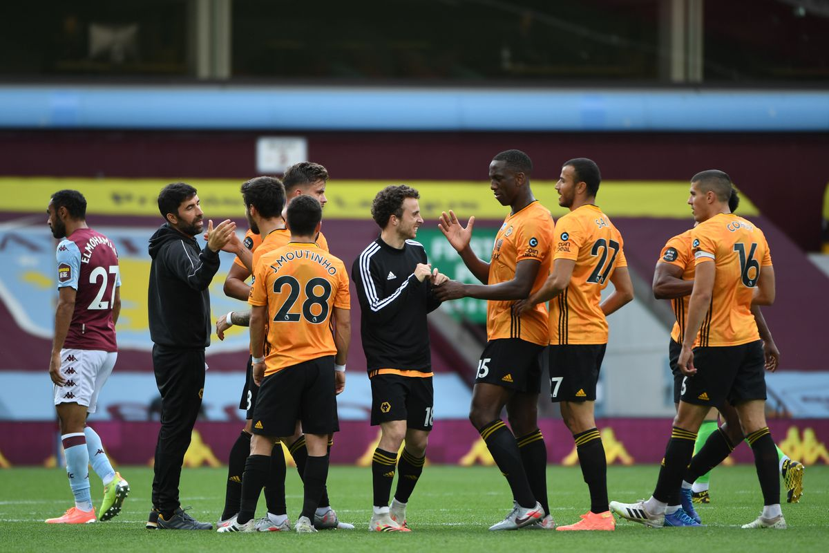 Players of Wolverhampton Wanderers celebrate at full time (AMA)