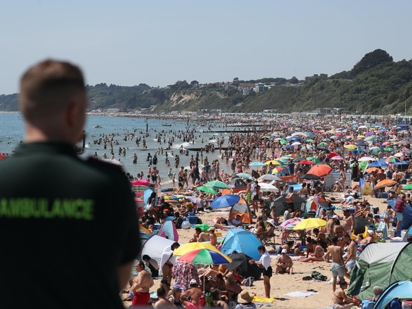 Hancock warns Government could close beaches if distancing rules are ignored