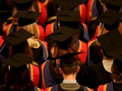 Government pressured to reveal timetable for minimum student income