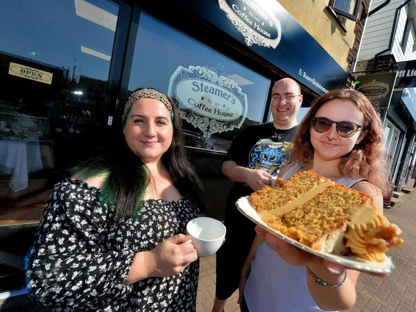 Kelly Richards, Paul Jackson and Erin Fahy outside Steamers: Weekend feature pics. In the black T is Paul Jackson, White t is: Erin Fahy and pattern dress is: Kelly Richards..