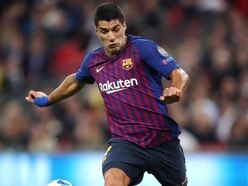 Barcelona suffer Suarez scare