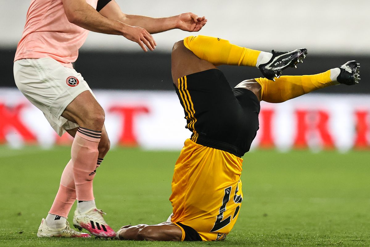 Adama Traore of Wolverhampton Wanderers lands awkwardly under a challenge from Enda Stevens of Sheffield United (AMA)