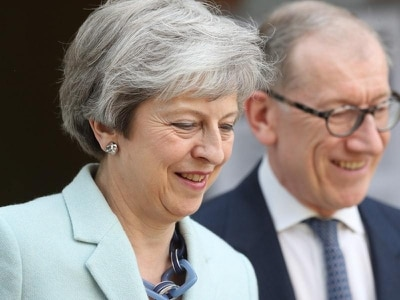 May's days numbered after Cabinet mutiny over her Brexit plan