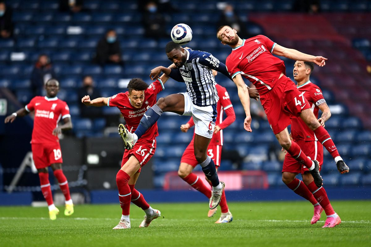 West Bromwich Albion's Semi Ajayi (centre) battles for the ball