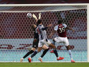 Keinan Davis of Aston Villa scores a goal to make it 2-2 in the final minutes.