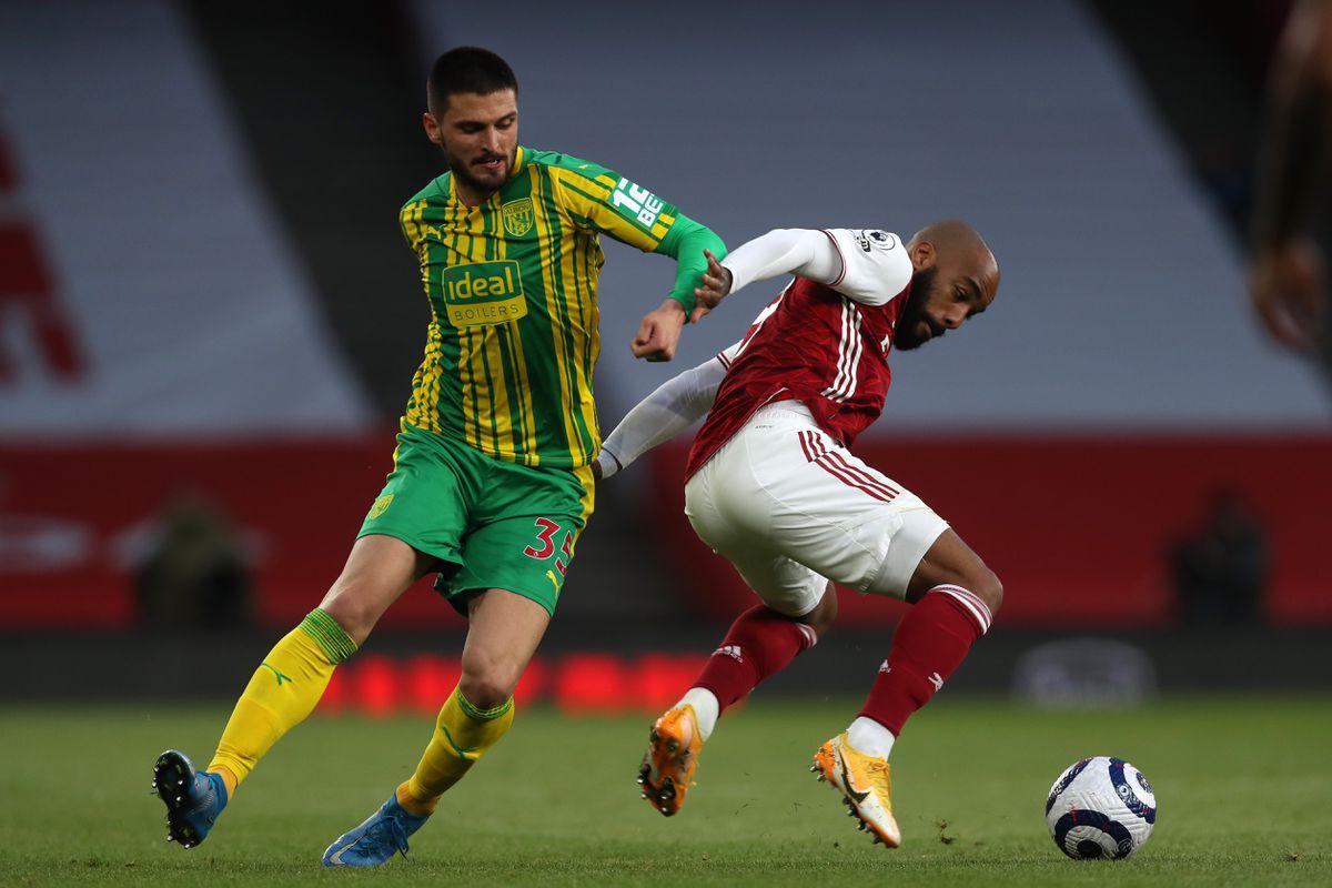 Okay Yokuslu of West Bromwich Albion and Alexandre Lacazette of Arsenal. (AMA)