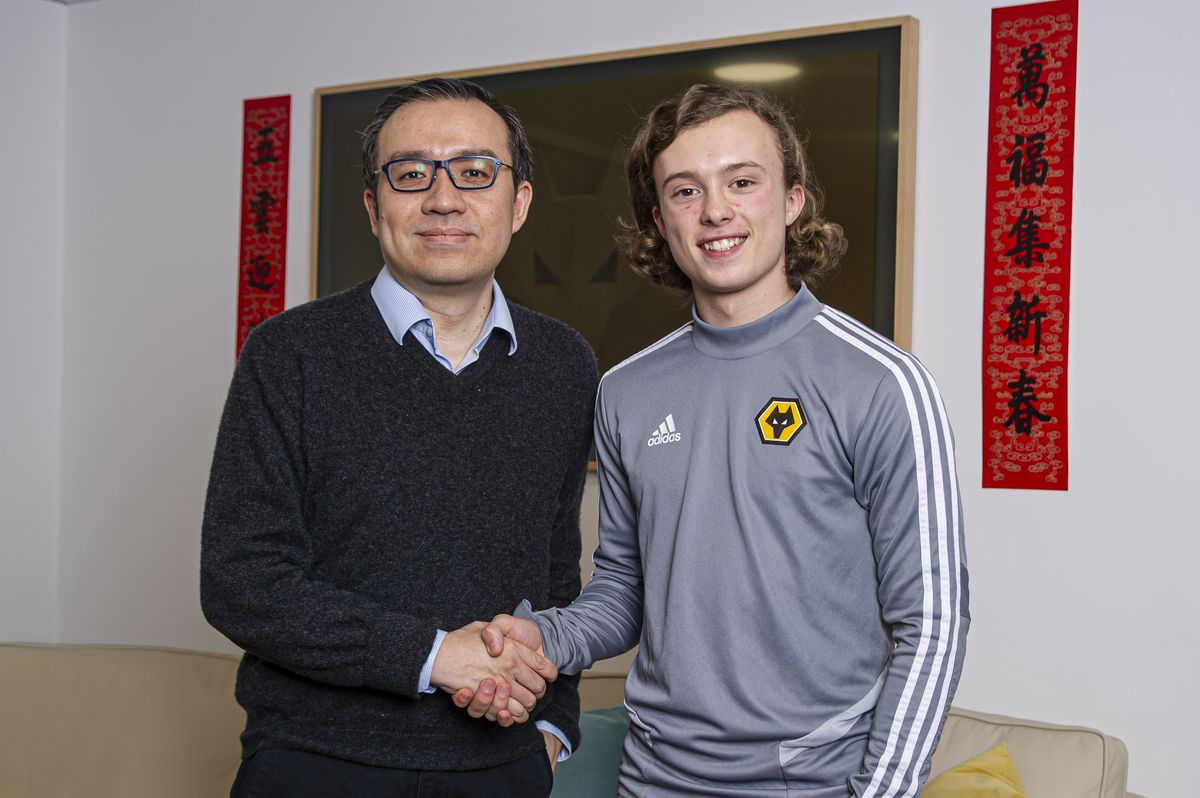 Wolves chairman Jeff Shi with Luke Matheson (Credit: Wolves)