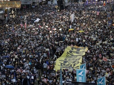Thousands of protesters take part in Hong Kong march