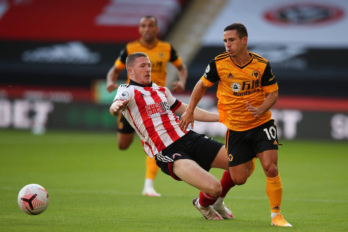 John Lundstram of Sheffield United and Daniel Podence of Wolverhampton Wanderers (AMA)
