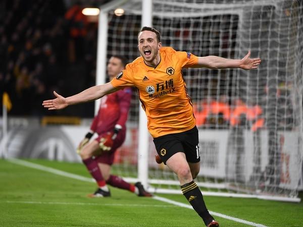 Wolves and Villa's FIFA duel raises £4,000 for Acorns