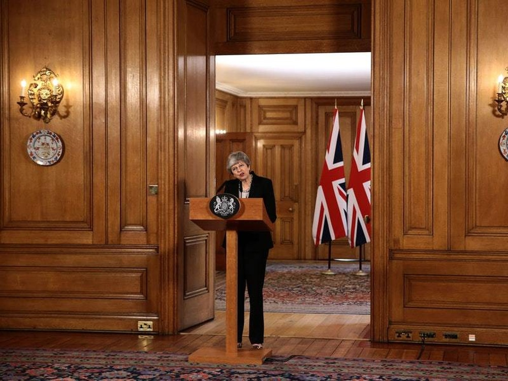 Brexit: Theresa May offers cross-party talks to break deadlock