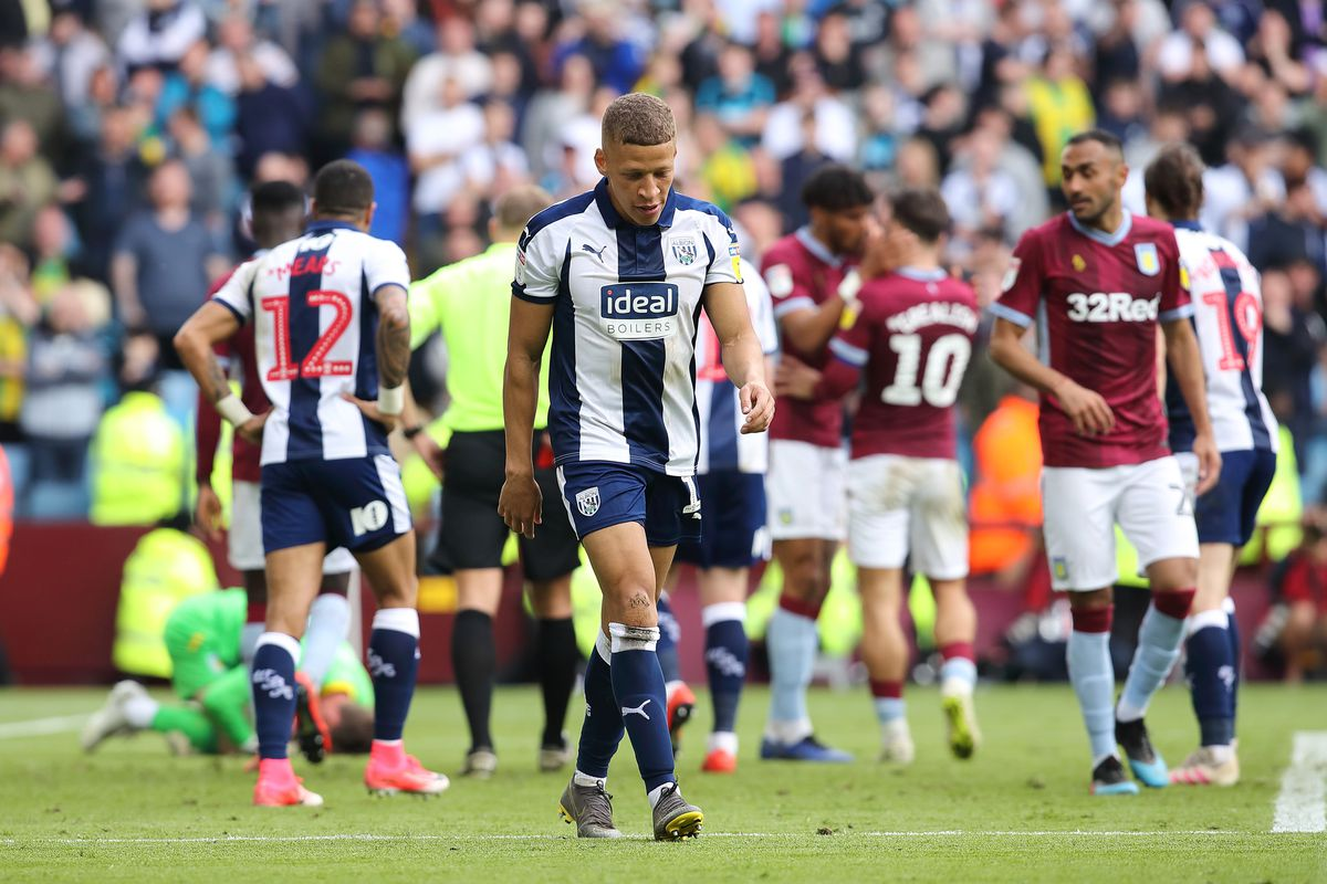 Dwight Gayle was sent off today. (AMA)