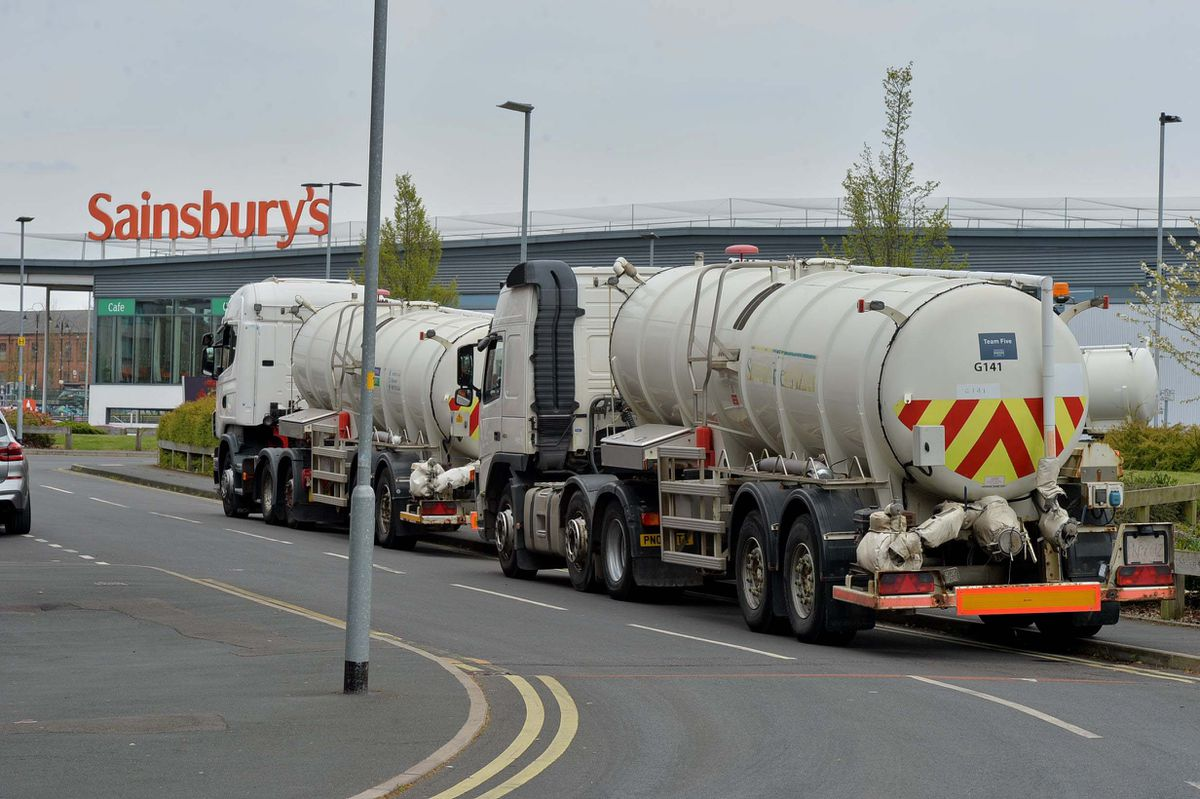 Severn Trent has water tankers nearby the burst water main