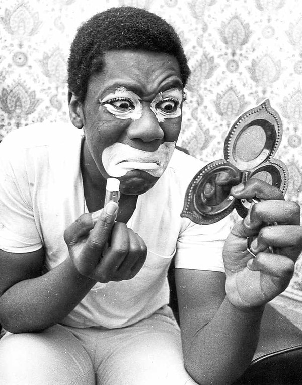 Lenny henry aged 17 was appearing in the black and white minstrel show in 1975 when he posed for an express star photographer