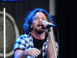 Pearl Jam postpone London show after singer loses voice