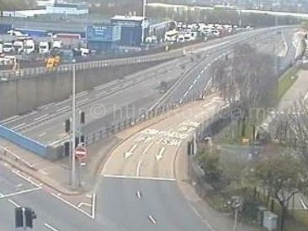 M5 closed between West Bromwich and Oldbury after 'unexploded device' found