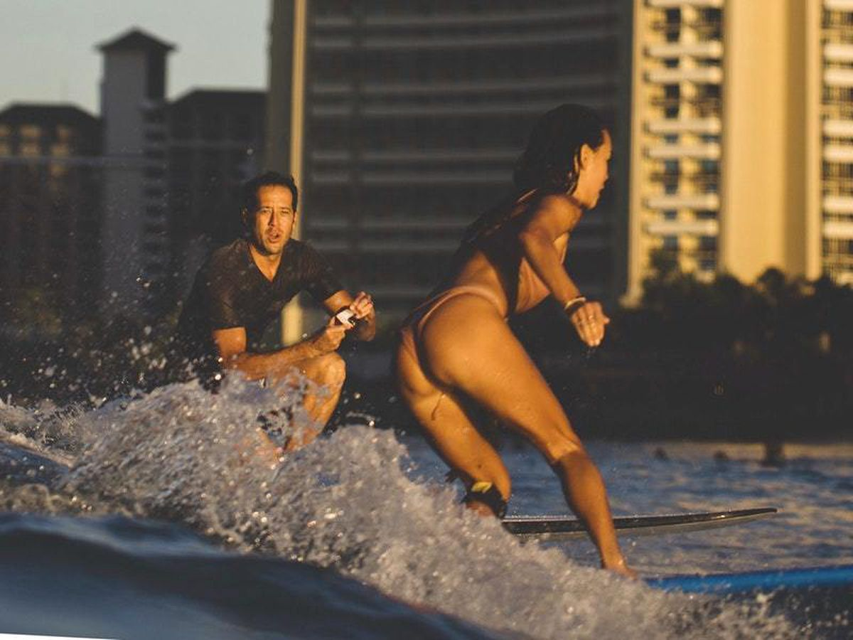Chris Garth proposes to Lauren Oiye in Honolulu