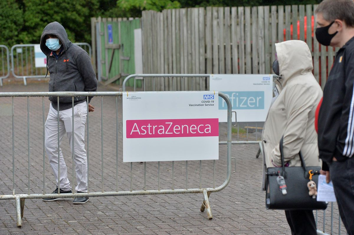 Those queuing at the centre were able to get either the Astrazeneca or Pfizer vaccinations