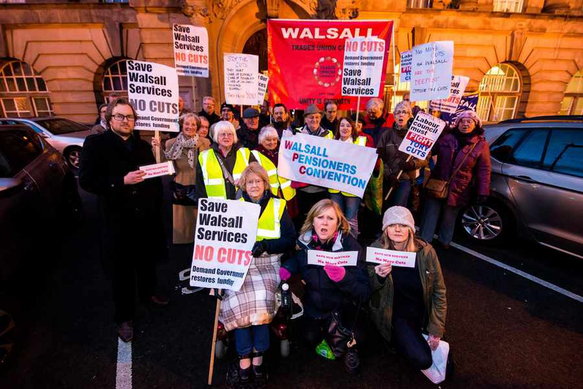 Walsall Council cuts: Job and library losses edge closer as spending cull is approved by bosses