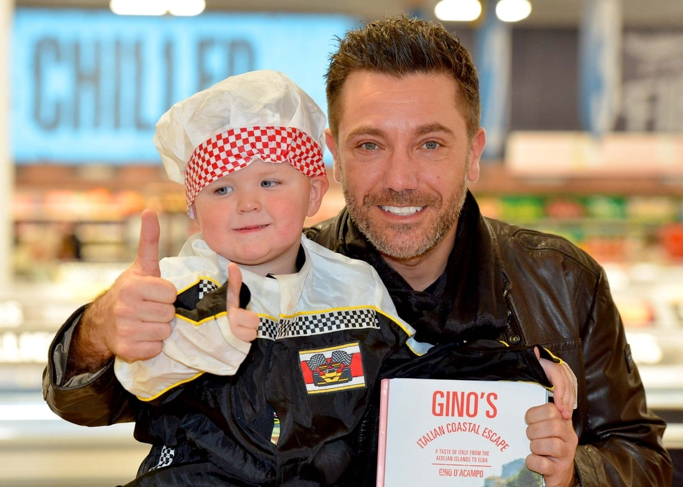 gino d 39 acampo visits wolverhampton 39 s food warehouse for. Black Bedroom Furniture Sets. Home Design Ideas