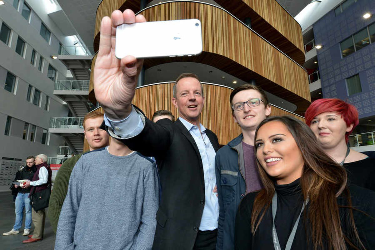 The Skills Minister takes a selfie with apprentices