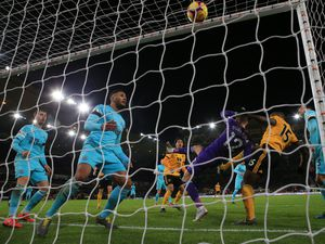 Willy Boly scores