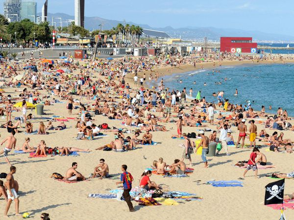A general view of Platja Nova Icarie beach in Barcelona