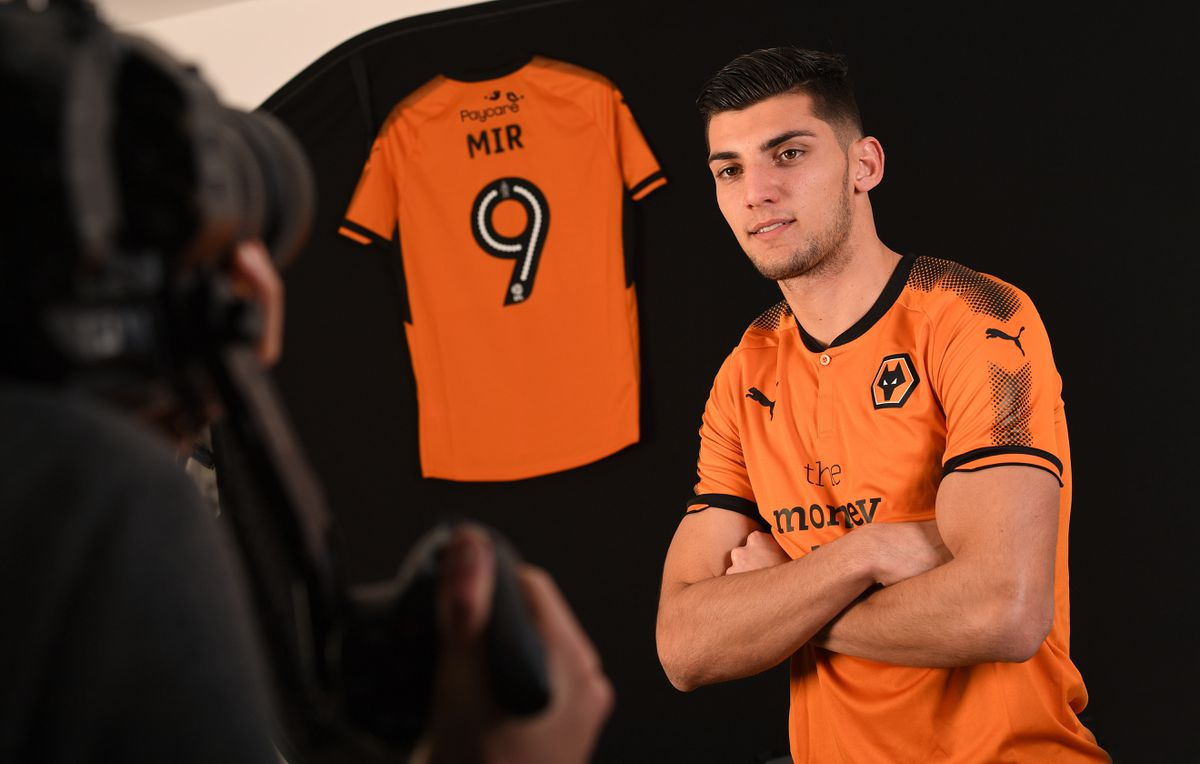 New Wolves number nine Rafa Mir