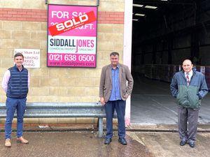 Ed Siddall-Jones of agents Siddall Jones with Bill Uppal and Satnam Singh of Newg420