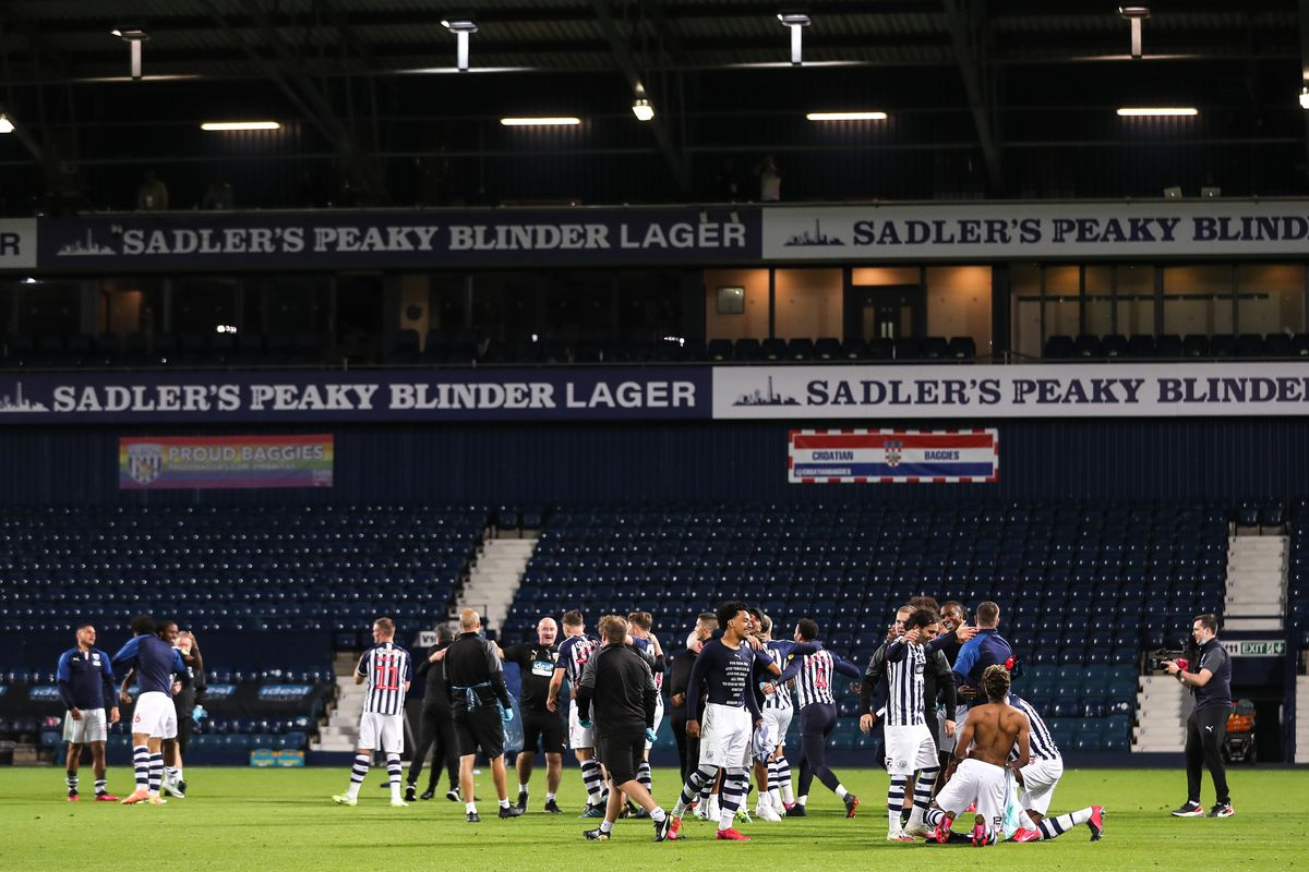 Players of West Bromwich Albion celebrate promotion. (AMA)