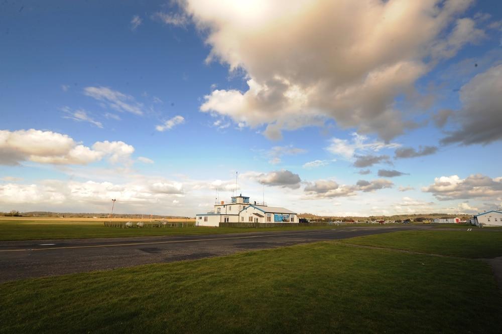 Halfpenny Green Airport, noto anche come aeroporto di Wolverhampton