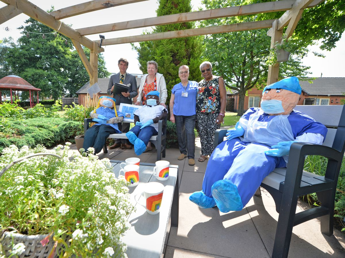 WOLVERHAMPTON PIC MNA PIC  DAVID HAMILTON PIC  EXPRESS AND STAR 14/07/21  (left-right) Britain in Bloom judge Robin Russell, resident Lorraine Topham,  councillor Gillian Wildman, and resident Emily Perry, in one of the gardens, at Bushfield Court, Bilston..