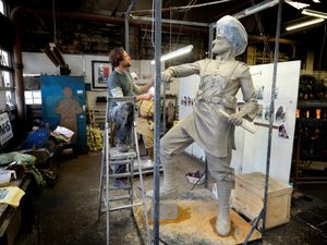 Artist Luke Perry has begun work on a new statue destined for Wednesfield
