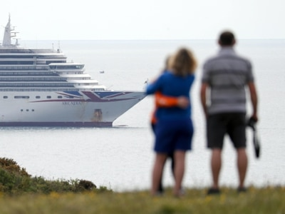 FCO advises against all cruise holidays