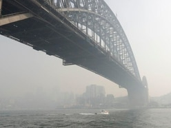 Smoke shrouds Sydney as fires continue