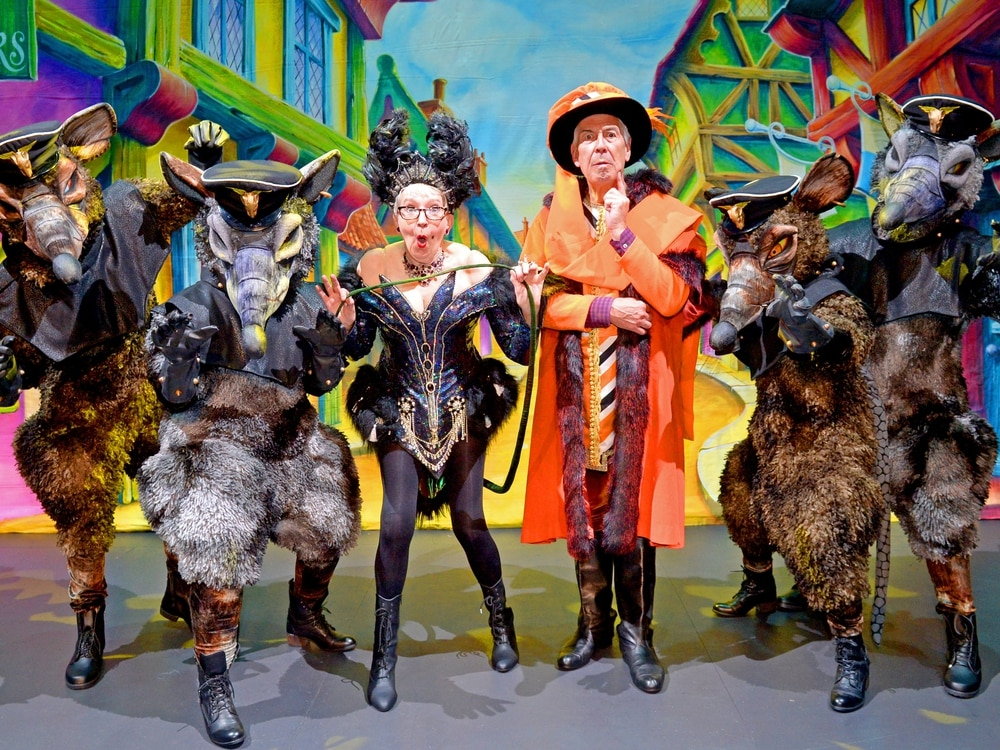 WATCH: Su Pollard and Jeffrey Holland all set for Wolverhampton panto