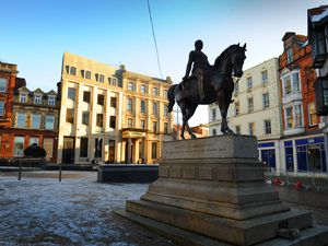 WOLVERHAMPTON PIC  / DAVID HAMILTON PIC / EXPRESS AND STAR PIC 31/12/20  GV PIC ONLY Queen Square, Wolverhampton, now a tier 4 area..
