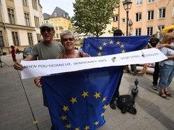 Remain protesters greet Boris Johnson after Juncker meeting