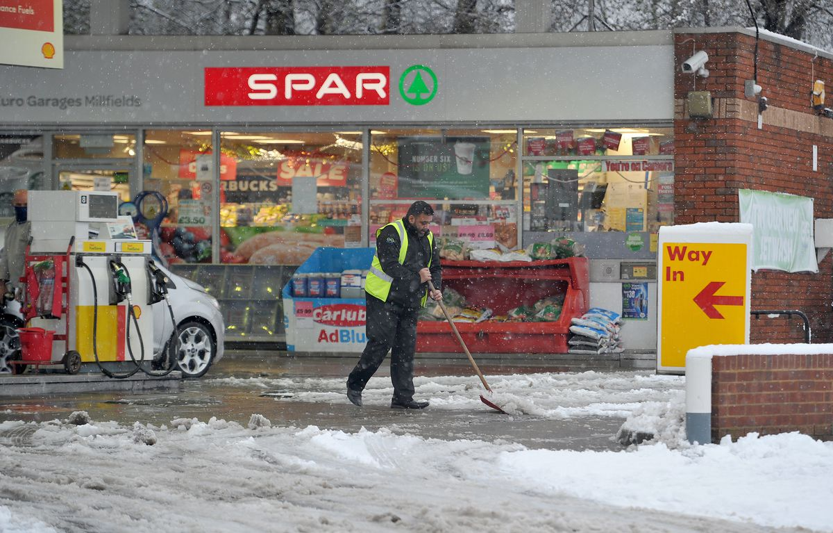 Clearing the snow at the Shell garage in Bilton