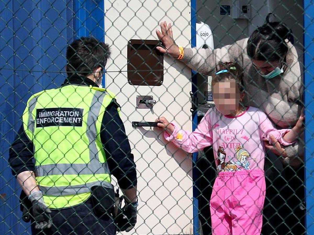 Migrants brought ashore