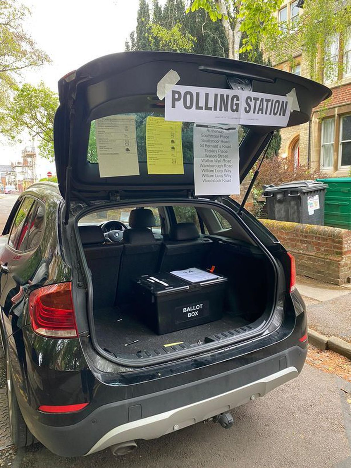 The temporary polling station that had to be set up until the keyholder arrived