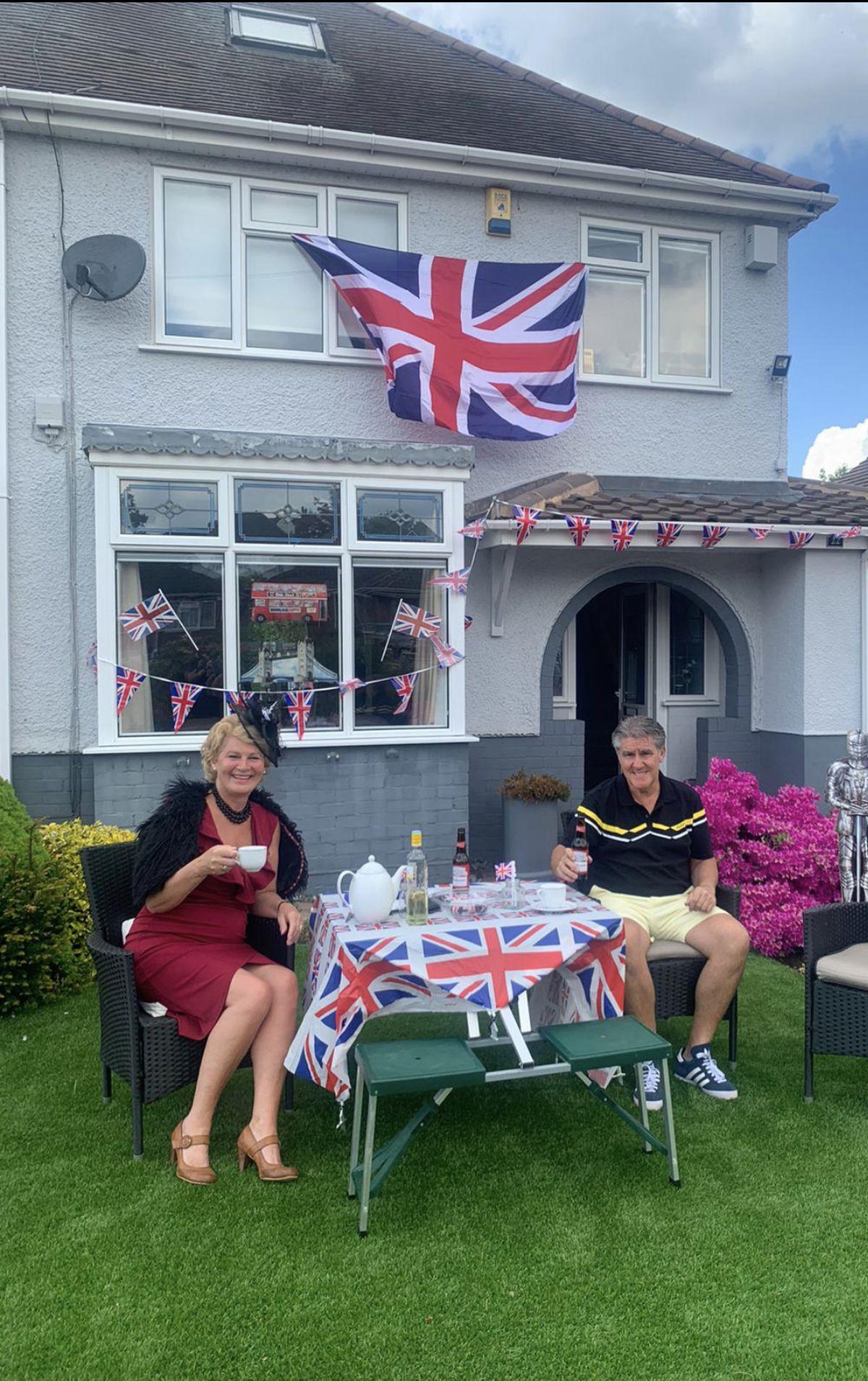 Neighbours celebrate VE Day in Cartbridge Lane, Rushall