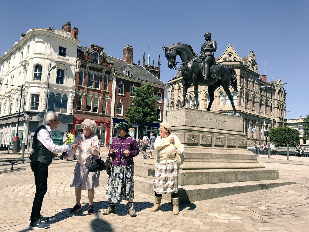 Tony Christie gets directions from The Fizzogs by the Man on the Oss statue in Wolverhampton